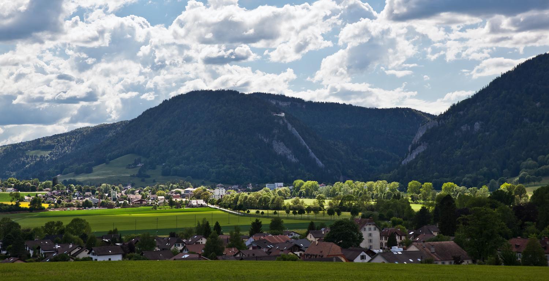 Vue sur le Val-de-Travers et le Chapeau de Napoléon