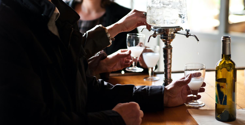 Dégustation d'absinthe sur la Route de l'Absinthe, Val-de-Travers