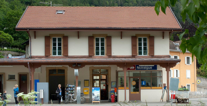 Der Bahnhof von Noiraigue im Val-de-Travers